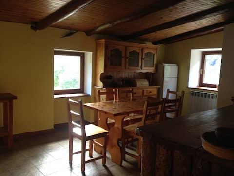 Bilocale in baita in delizioso Borgo di montagna.