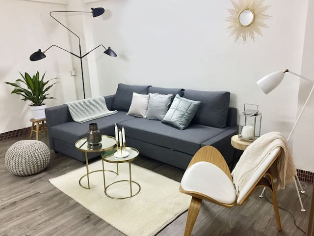 Relax in a Bright & Spacious Apt - heart of HK