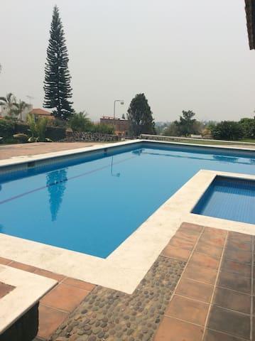 Villa Cocoyoc Ideal. Una pareja