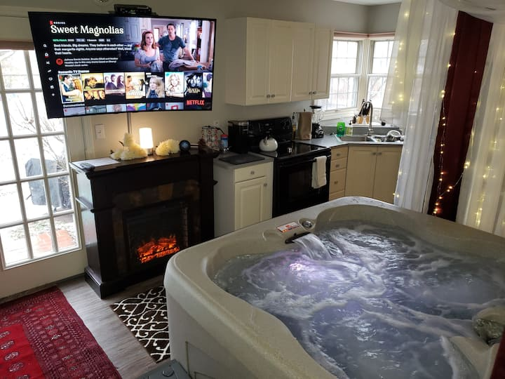 Luxurious Indoor AND Outdoor Hot Tubs Suite!