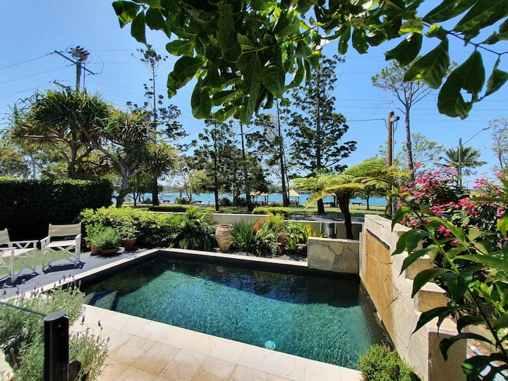 Noosaville Riverfront Luxury - (heated pool)