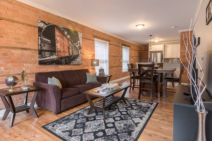 Revitalized Historic Midtown Flat with 1.5 Baths