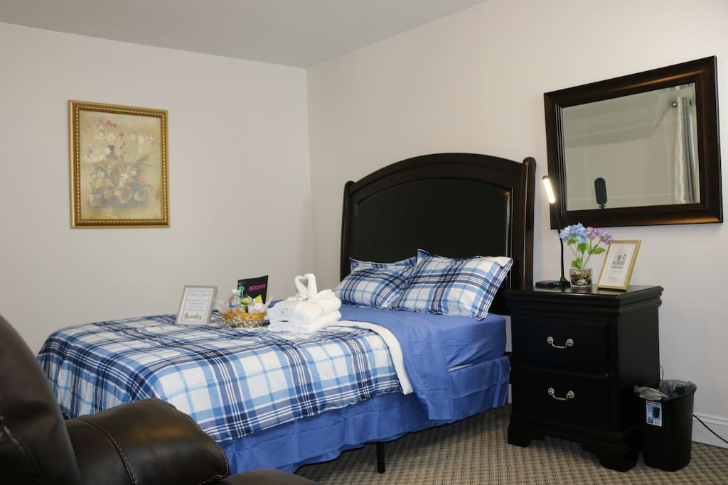 Fully furnished queen bed master bedroom apartments for Bed master