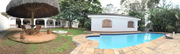 Casa c/ piscina dentro de SP