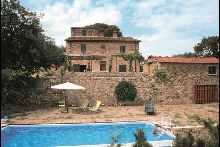 Casa Rossa, sleeps 7 guests in Pieve San Giovanni - Capolona