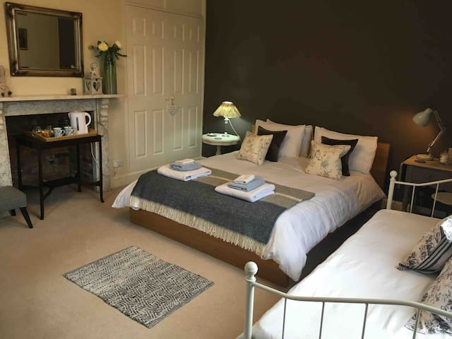 Spacious room within central Southwell townhouse