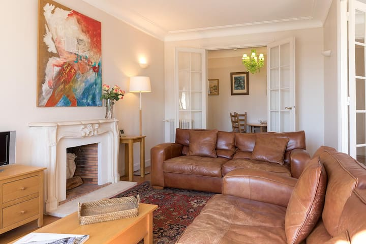 Peaceful 1 Bedroom Apartment Near the Eiffel Tower