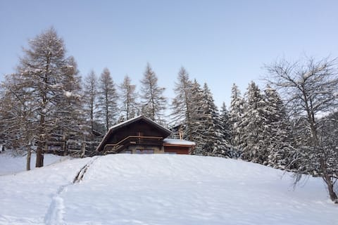 Charming chalet in the middle of the pastures