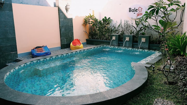 Home with meeting room & pool, near mall