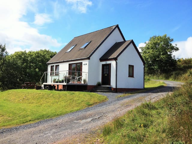Two-bedroom cottage on the peaceful island of Jura
