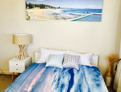 Sunny and bright bedroom with pool - Manly