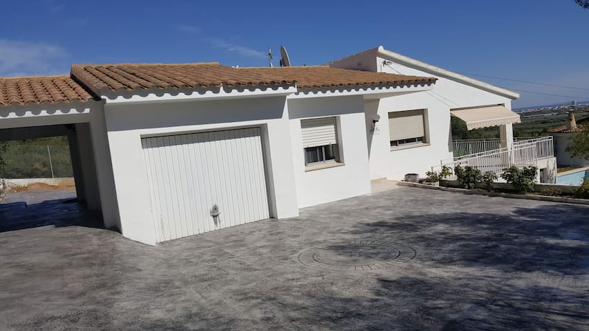 villa spacieuse avec piscine privée