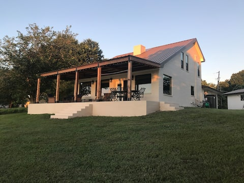 Lake House Retreat, Lake Limestone, Near Waco