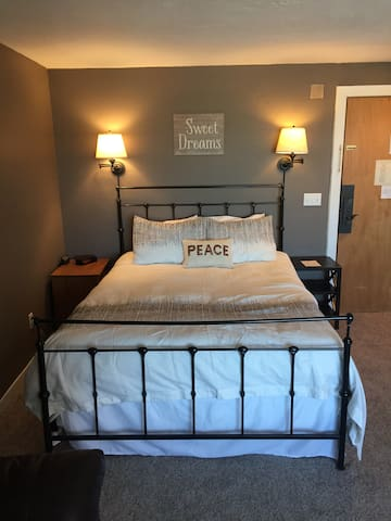 Downtown, Ski in/ski out, Studio, Pool/ Hot tubs! - Breckenridge