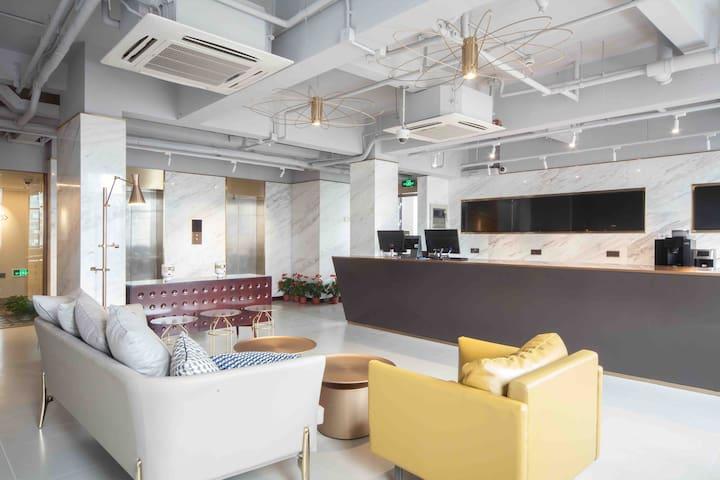 外滩豪华艺术范大床房,5分钟走路到地铁 Bund New Luxury Art Room