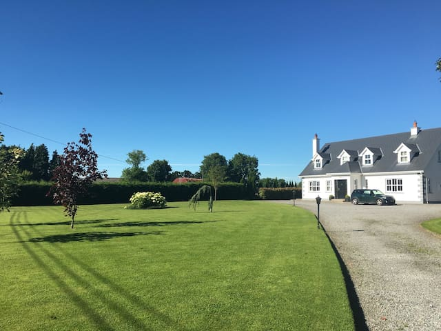 Bright ensuite twin/double +breakfast nr Kilkenny - Callan - Casa