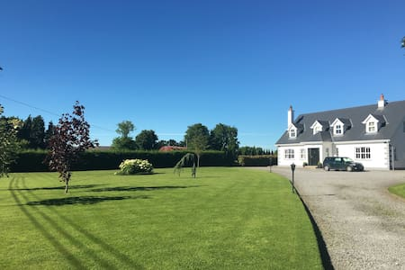 Bright ensuite twin/double +breakfast nr Kilkenny - Callan - Huis