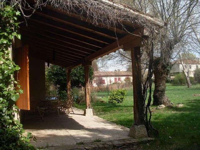 CHALET ACOGEDOR MUYCERCA DE SEGOVIA - Navas de Riofrío - Rumah