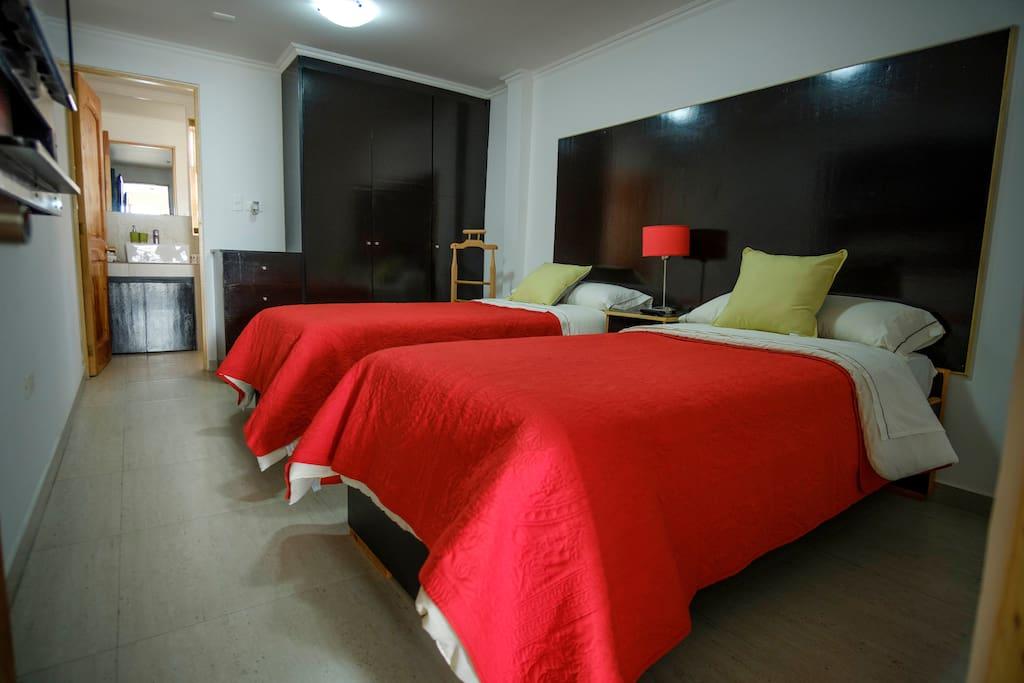 Habitación de 1 de los 6 Dptos, con 2 camas, para 2 personas, 4º piso