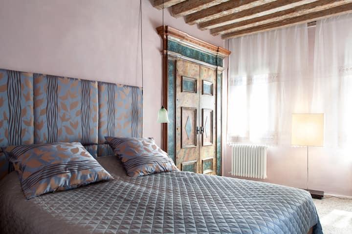 Scala Mata: Unique & Homely 17th Century Apartment
