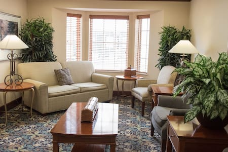 Free Breakfast + Indoor Pool + Hot Tub | 20 Minutes to Purdue University Fort Wayne