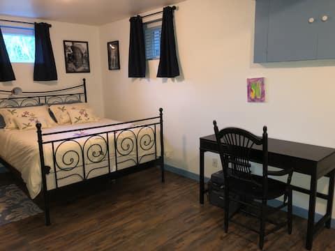 Chambre/bain simple et propre avec accès privé