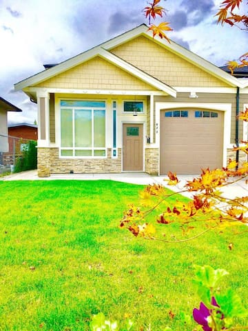 Clean 2 storey House! - Burnaby - Haus
