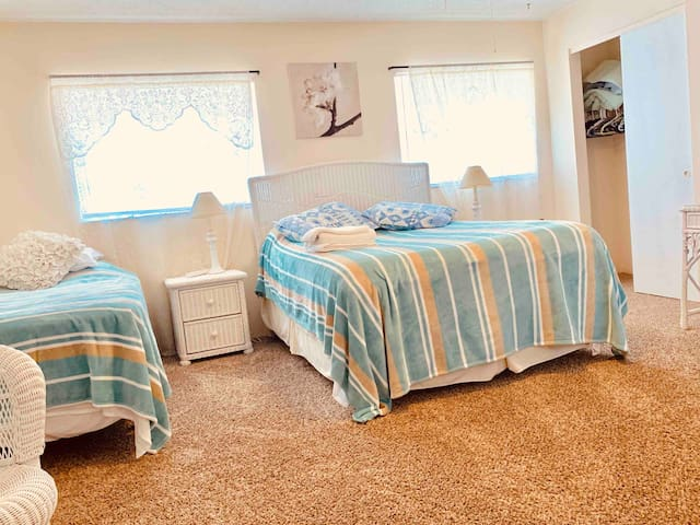 Large room/private bathroom, close to everything.