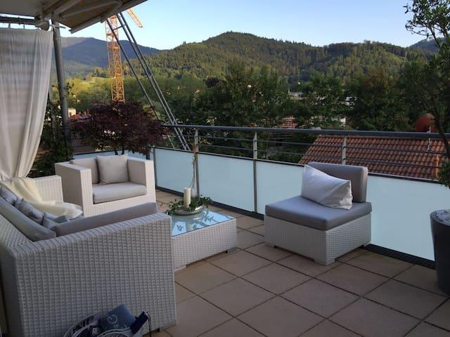 Stilvoll eingerichtete Wohnung mit großer Terrasse - Waldkirch - Apartamento