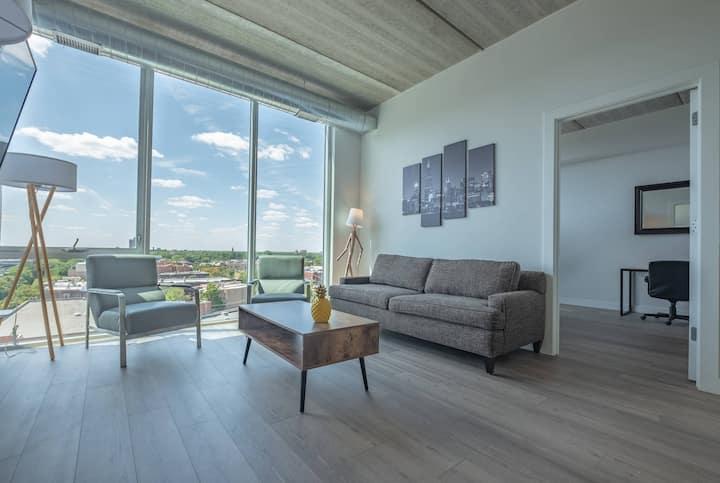Luxury 2Bdrm w/ 3 King Beds + Wrigley View! (U)