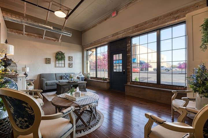 Newly Listed: Boutique hotel, just off Route 66
