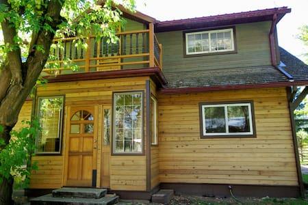 Natasha's Russian Guesthouse - 그랜드 폭스(Grand Forks)