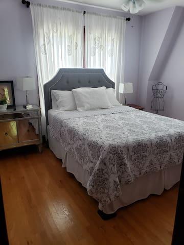 Bedroom 2 - Queen Bed