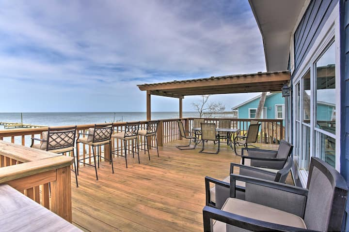 Bayfront Rockport Home w/Private Fishing Pier