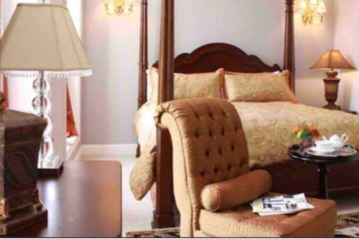 Natchez Manor- Franklin Suite