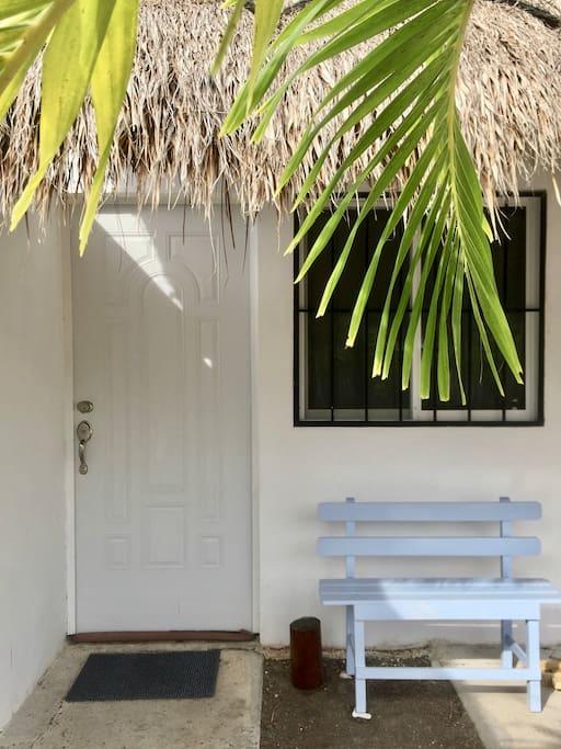 Enjoy every morning on this cute little bench, right outside your private entrance   Disfruta cada mañana esta linda banca, justo a un costado de tu entrada privada.