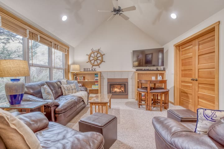 Bright Open Spaces, King Master Suite in Dunes Near Beach Access in Pacific City!