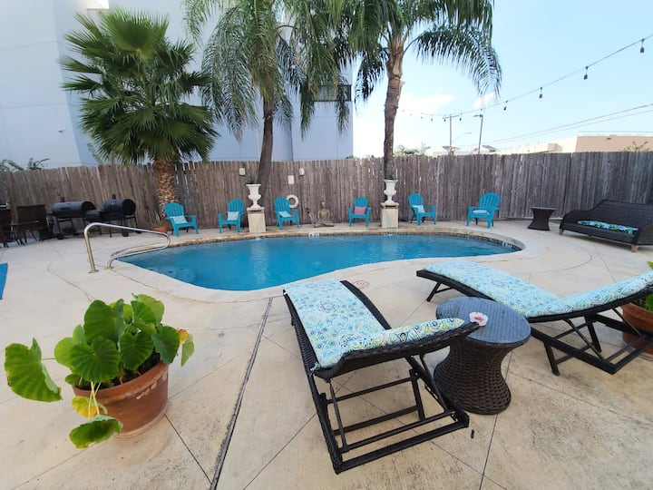 DWNTWN PEARL POOL HOUSE QUEEN BR w/Private TUB