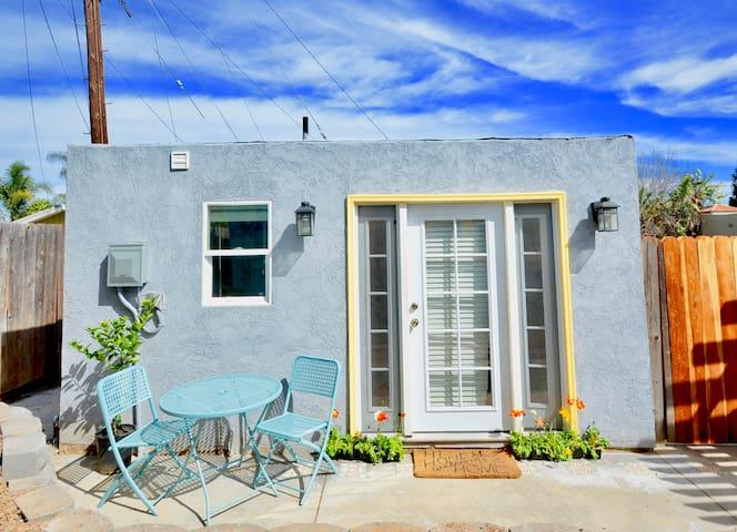 Cozy Converted Garage Studio - San Diego