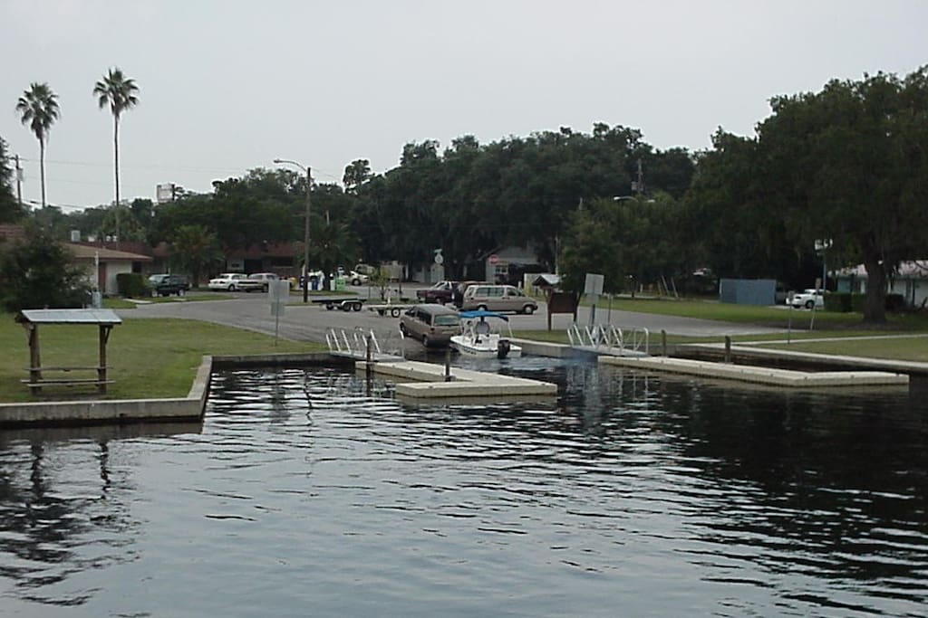 Free public boat ramps are a block away.