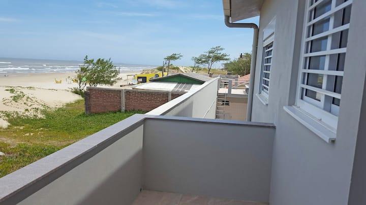 Alugo apartamento beira mar de Mariluz