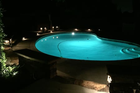 Beautiful Home with Pool - Redlands