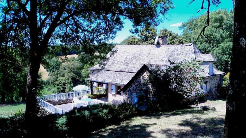 Belle maison typique, au calme, dans joli endroit - Saint Andre de Najac