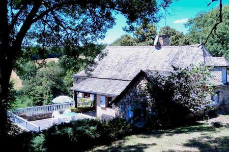 Belle maison typique, au calme, dans joli endroit - Saint Andre de Najac - ที่พักธรรมชาติ