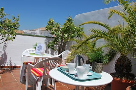 Room with private bathroom and terrace + WIFI - B3