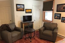 Convenient Ravens Nook,  In Town private and cozy.