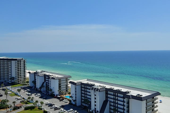 Modern 11th Floor Condo overlooking Gulf & Beach