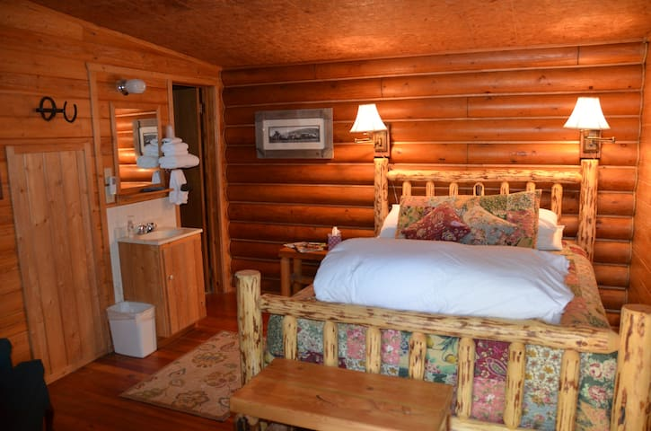 Laughing Horse Lodge B&B -  2 Full Beds