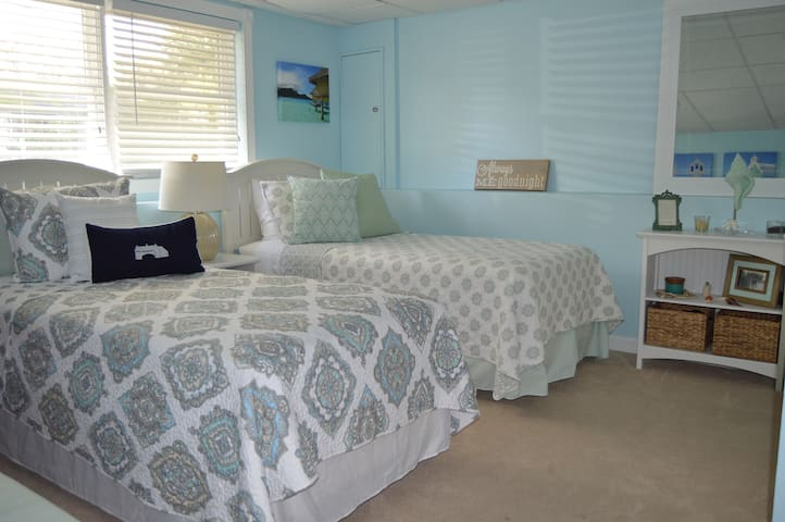 Your Perfect Getaway! Near Beach, URI, & Newport!