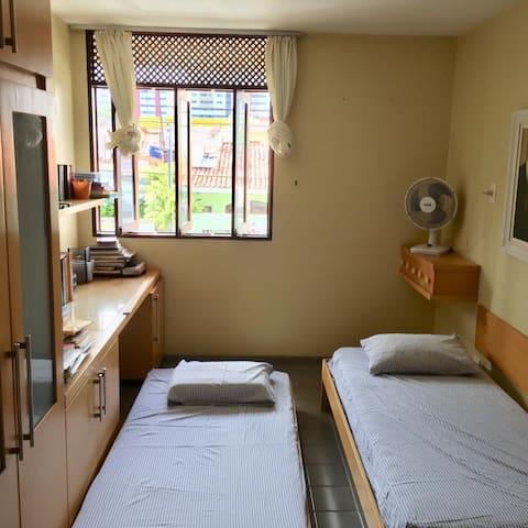 Segundo Quarto/ Suite com 1 cama e um colchão